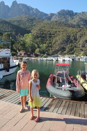Onze boot, de zitjes leken een beetje op het zadel van een paard maar waren super comfortabel!